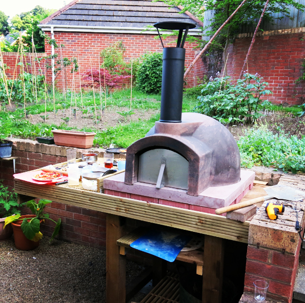 http://www.thestonebakeovencompany.co.uk/wp/wp-content/uploads/instagram-primo-wood-fired-oven-pizza-cooking-stone-bake.jpg