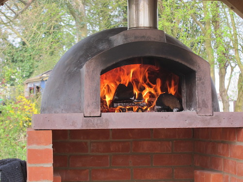 http://www.thestonebakeovencompany.co.uk/wp/wp-content/uploads/jan-north-stone-bake-wood-fired-mezzo-oven2.jpg