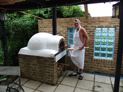 http://www.thestonebakeovencompany.co.uk/wp/wp-content/uploads/mezzo-wood-fired-stone-bake-oven-neville-machin.jpg