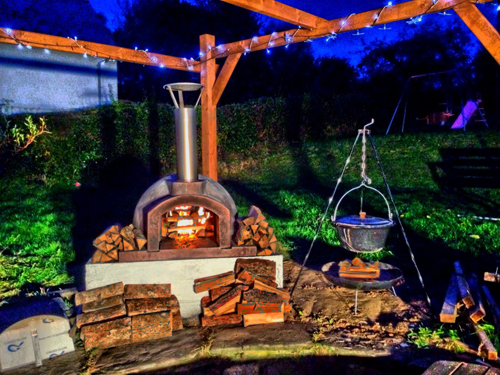 http://www.thestonebakeovencompany.co.uk/wp/wp-content/uploads/primo-60-stone-bake-oven-company-ian-callaghan-wood-fired-oven.jpg