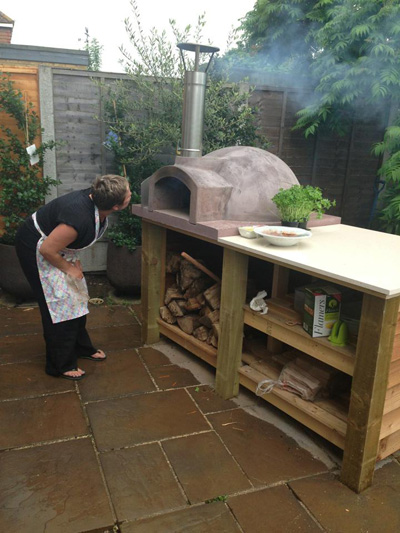 http://www.thestonebakeovencompany.co.uk/wp/wp-content/uploads/small-mezzo-stone-bake-oven-wood-fired-pizza-oven.jpg