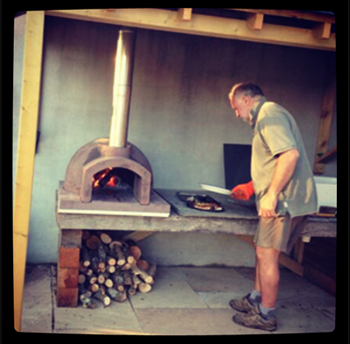 http://www.thestonebakeovencompany.co.uk/wp/wp-content/uploads/the-linhay-primo-wood-fired-stone-bake-insta1.jpg